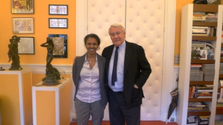 Le député-maire de Paris Claude Goasguen (UMP) et l'ambassadrice d'Erythrée en France Hanna Simon.